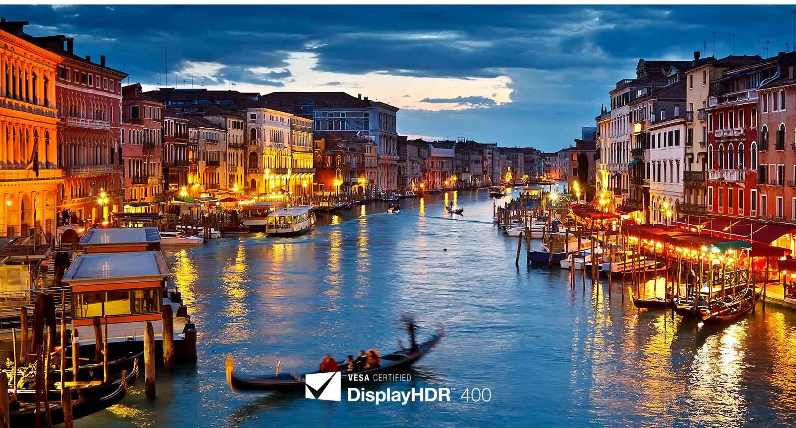 LG 27UL600 VESA Display HDR 400 Example Showing a Venice Canal at Night