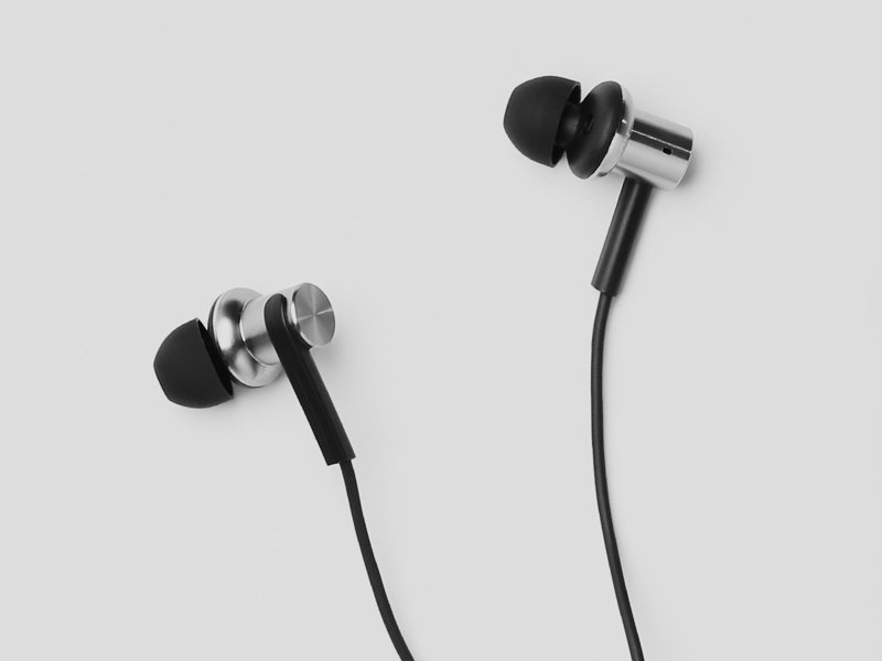 Xiaomi Mi In-Ear Headphones Pro Silver Dual Driver Earbuds with Mic,  Including 3 Size Earbuds - Newegg com