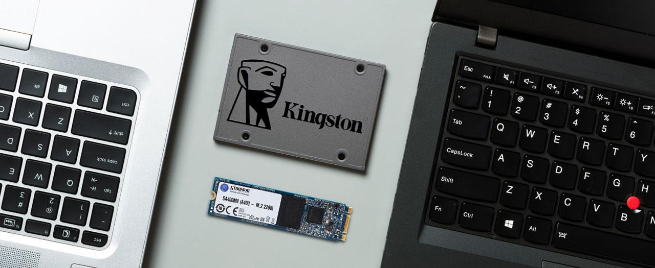 """Un SSD A400 de 2,5 """"y un SSD M.2 A400 entre dos portátiles"""