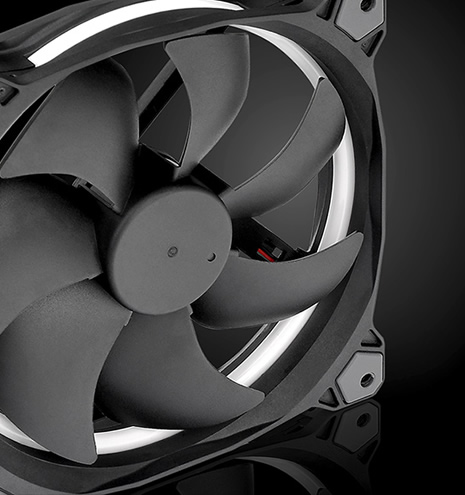 Thermaltake Toughpower GF1 850W - TT Premium Edition 140mm Hydraulic Bearing Fan close-up