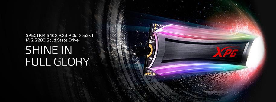 """يتحرك S40G بسرعة فائقة ، مع وجود نص على اليسار مكتوب عليه """"SPECTRIX S40G RGB PCIe Gen3x4 M.2 228-0 Solid State Drive"""" بخط صغير ، و """"تألق في تألق كامل"""" على خط أكبر"""