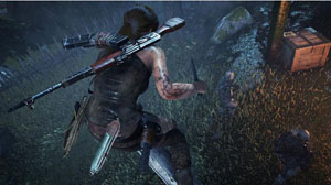 A screenshot of Lara squatting on a log with a knife in her right hand and a rifle on her back