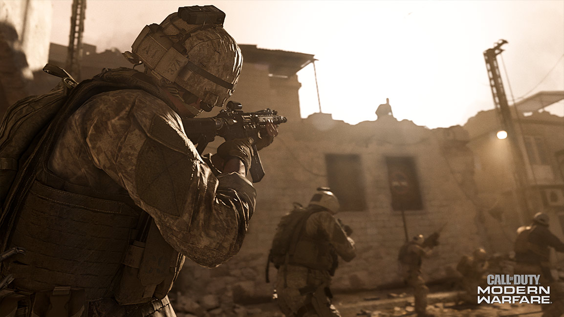 Call of Duty Modern Warfare screenshot showing desert soldiers approaching a ruined brick building