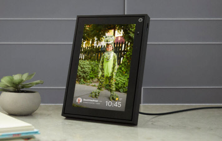 black Portal Mini showing the photo of a child with green dinosaur suit