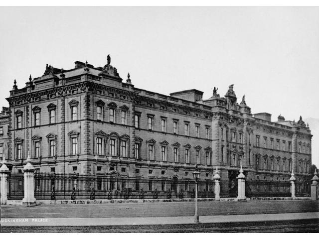 London Buckingham Palace Nview Of Buckingham Palace The British Royal Residence At London England Photographed C1900 Poster Print by  (18 x 24)