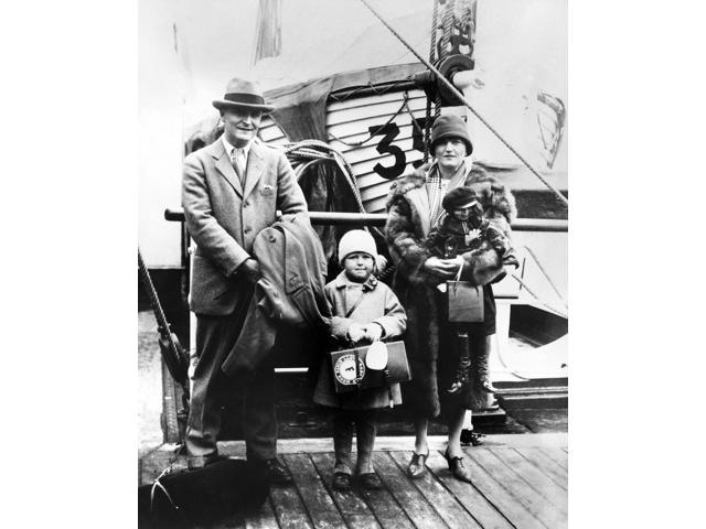 F Scott Fitzgerald N(1896-1940) Francis Scott Key Fitzgerald American Writer Photographed With His Wife Zelda And His Daughter Frances Scott 1926 Poster Print by  (18 x 24)