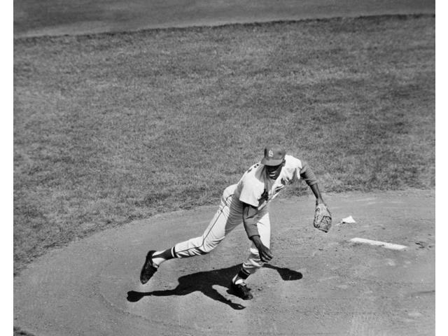 Bob Gibson (1935- ) Namerican Baseball Pitcher Pitching The St Louis Cardinals To Victory Over The New York Yankees In The Seventh And Deciding Game Of The 1964 World Series At Busch Stadium St Louis