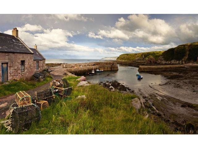 Fishing Traps A House And Boats Mooring On The Coast Cove Lothian Scotland Poster Print (19 x 12)