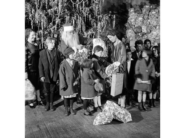 Grace Coolidge Santa Claus and Children 1927 Poster Print by Science Source (18 x 18)