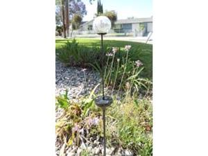 Solar Powered Glass Clear Crackle Ball Color Changing Garden Light
