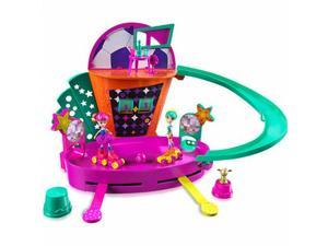 Polly Pocket Roller Skate Soccer Playset with Working Scoreboard 2 Polly Dolls