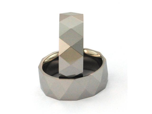 Tungsten Carbide, inner part is titanium, has Facets, Comfort Fit