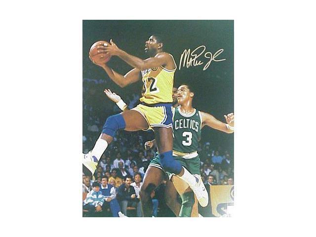 Superstar Greetings Magic Johnson Signed 8X10 Photo - Layup Vs Celtics MJ-8q