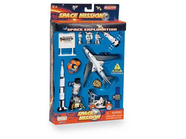 Daron Worldwide Trading  RT38145K Lunar Explorer 16 Piece Playset W/KENNEDY Space Center Sign