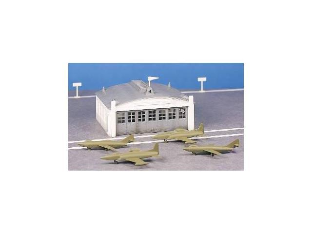 Bachmann Williams BAC45986 O Airport Hanger Kit with Planes