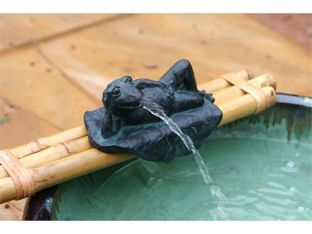 "Bamboo Accents 18"" Frog & bamboo base with pump fountain kit"