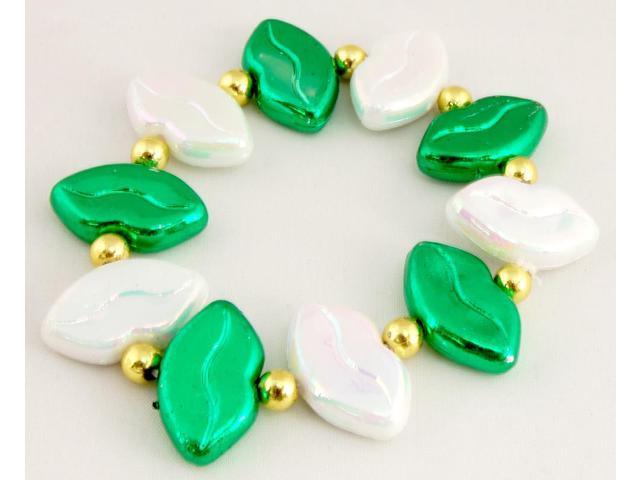 Luck 'O The Irish Green And White Lips Bead Bracelet