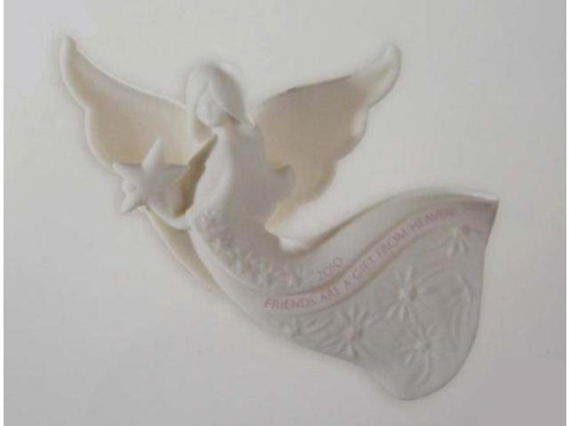 Carlton Cards Heirloom Friend Angel 2010 Christmas Ornament