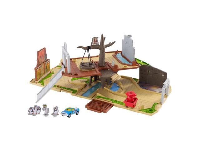 Matchbox Penguins of Madagascar Fold-Out Adventrue Set & Truck Portable Playset