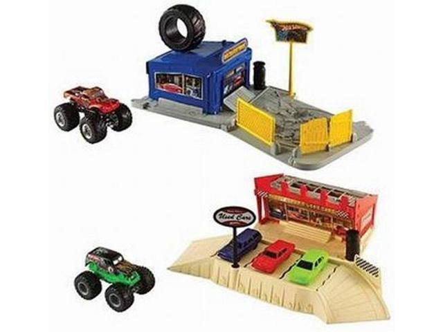 Hot Wheels Monster Jam Ultimate Crush Playset 4 Trucks Large 2 Sets in 1