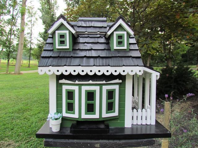 Home Bazaar Greenacres Feeder - Green/White/Black - CC-2045