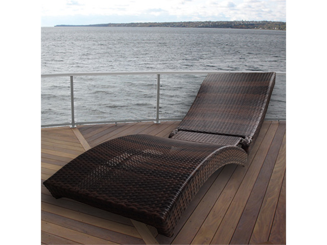 Zen Portable Folding Outdoor Rattan Lounge Chair