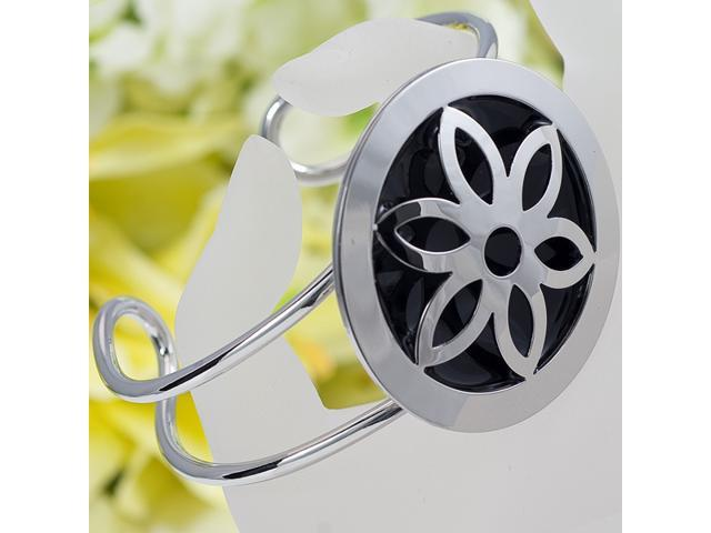 Gorgeous Silver Plated Flower Bangle B25
