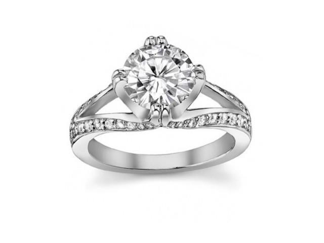 1.50 ct Ladies Round Cut Diamond Engagement Ring  in 18 kt White Gold