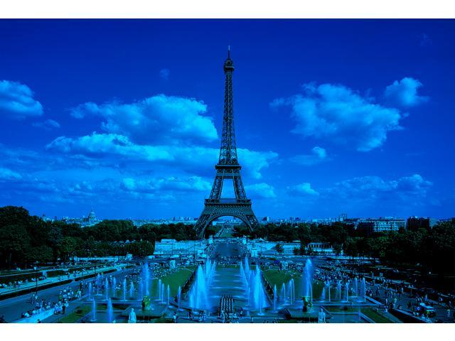 1,000 Pieces Jigsaw Puzzle - Tower Eiffel, Paris, France; Glow-in-the-Dark.