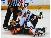 Andrew Shaw Signed Blackhawks 2013 Stanley Cup Finals Fight 16x20 Photo 9SIA00Y4516135