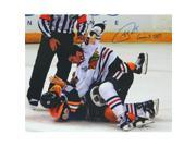 Schwartz Sports Memorabilia SHA16P415 16 x 20 in. Andrew Shaw Signed Blackhawks 2013 Stanley Cup Finals Fight Photo with Game 3 TKO 9SIV06W6GC9362
