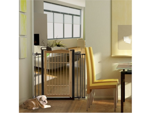 Richell Také One Touch Bamboo Pet Gate With Latched gate handle