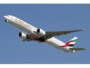 An Emirates Boeing 777-200 airliner Poster Print (34 x 23)