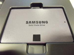 "SAMSUNG 840 EVO 2.5"" 250GB SATA 6Gb/s 1x nm Samsung Toggle DDR 2.0 3-Bit MLC NAND Flash Memory (400Mbps) Internal Solid State Drive (SSD) MZ-7TE250BW"