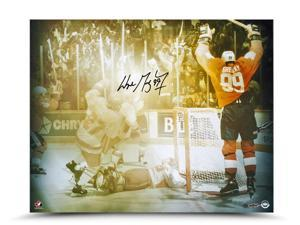 WAYNE GRETZKY Signed 87 Canada Cup Celebration Photo UDA.
