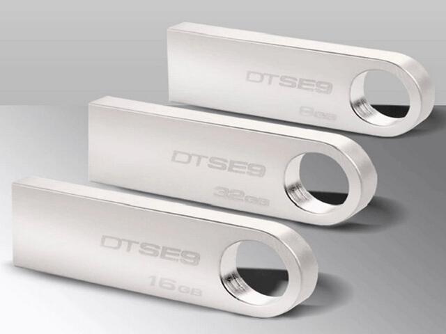Kingston DTSE9 32GB Metal USB 2.0 Flash Drive (Silver)